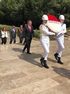 Büyükelçi Kemal Köprülü Cumhurbaşkanı Recep Tayyip Erdoğan'a Güven Mektubunu sunmasının ardından Anıtkabir'i ziyaret etti (07/09/2018)